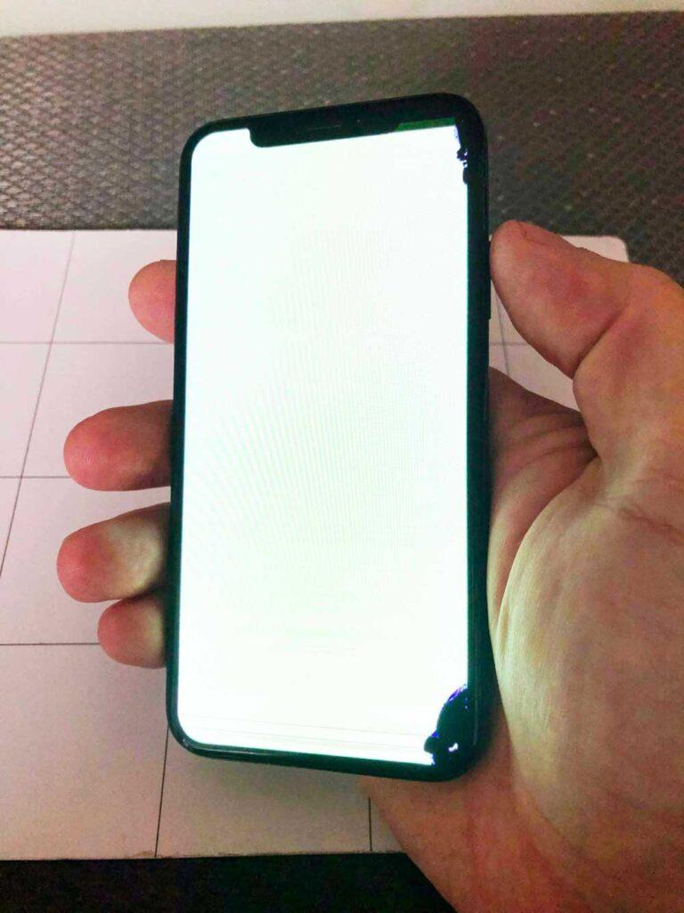 Зеленый экран IPhone X
