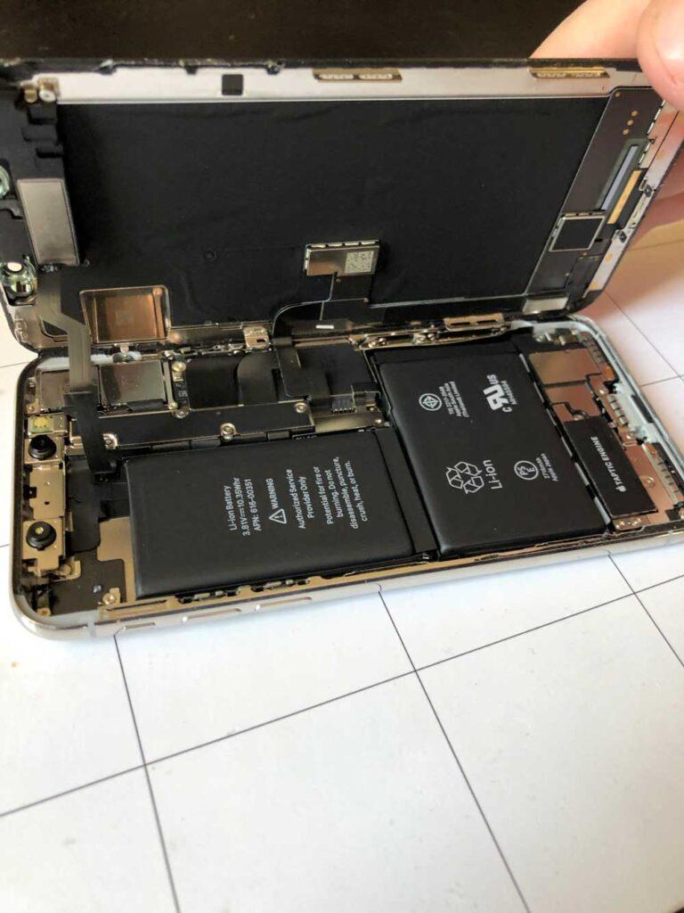 замена экрана IPhone процесс