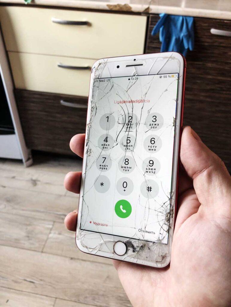 Разбито стекло IPhone 7