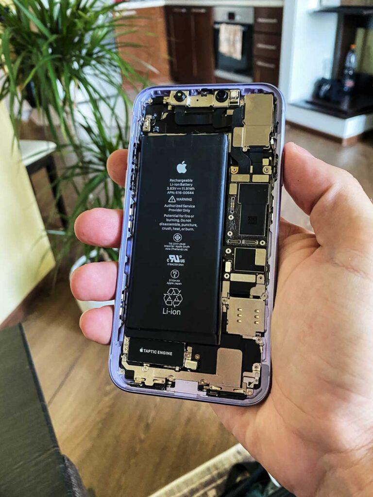 Корпус IPhone 11