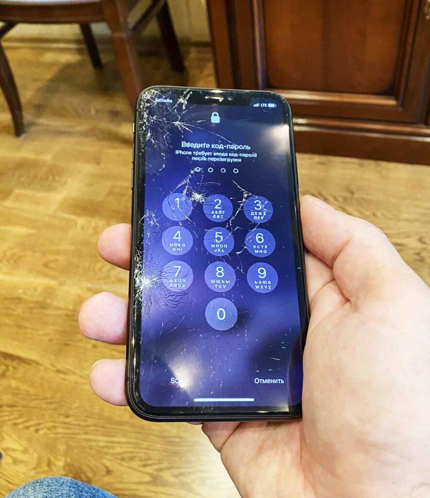 Разбитый IPhone 11