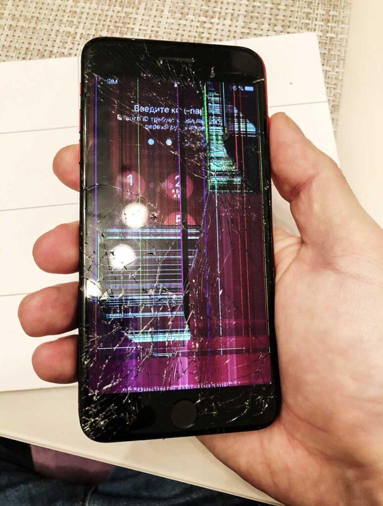 Разбитый IPhone 8 Plus