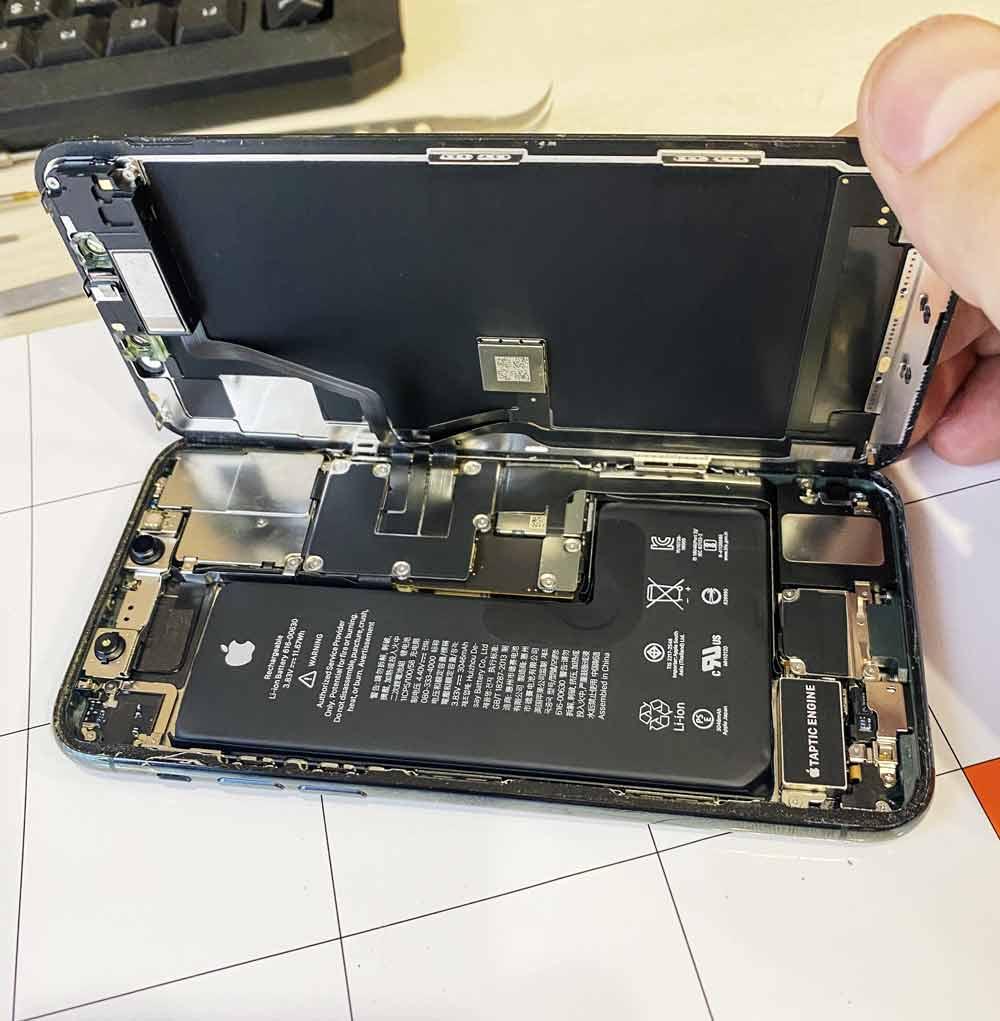Вскрытие IPhone 11 Pro Max