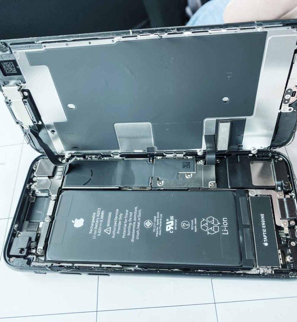 Вскрытие IPhone se 2020